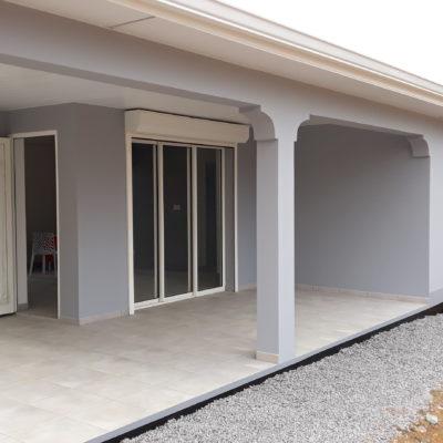 Terrasse couverte avec poteaux  béton